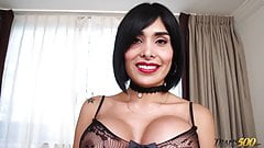 Sexy curvy shemale Taiira needs a good sex