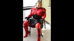 Gummipuppe Sabine bound on chair