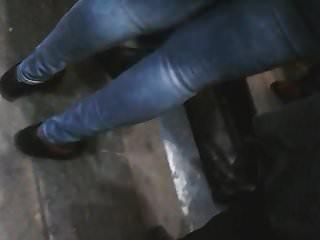 encore une femme noire qui porte bien le Jeans