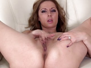 Download video bokep Busty natural MILF fingering her wet pussy Mp4 terbaru