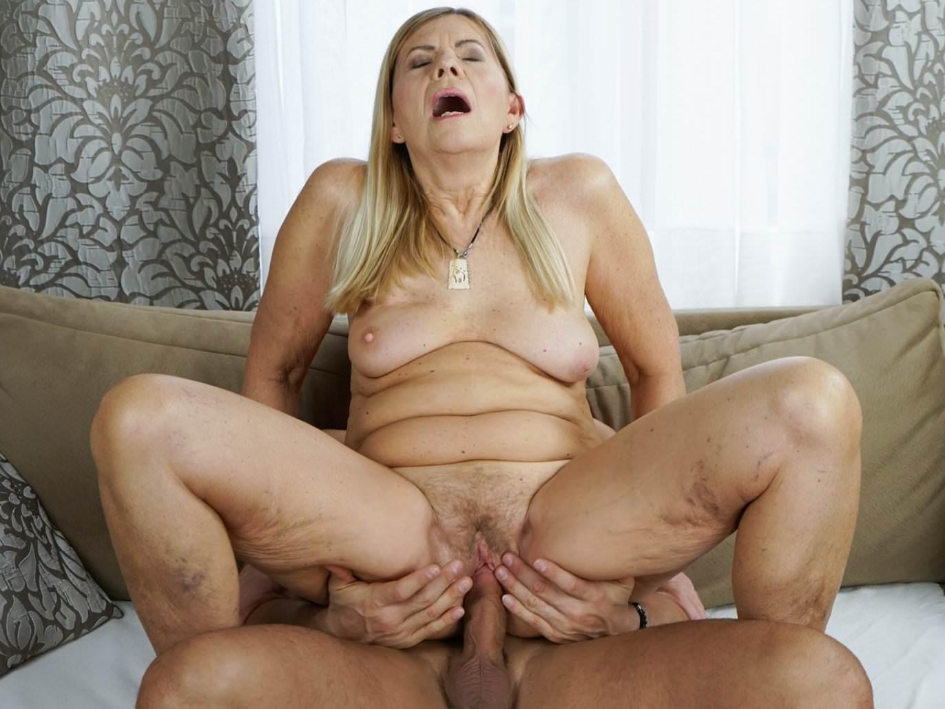 Girl bare asshole