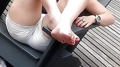 BRUNETTE CANDID FEET AND SOLES
