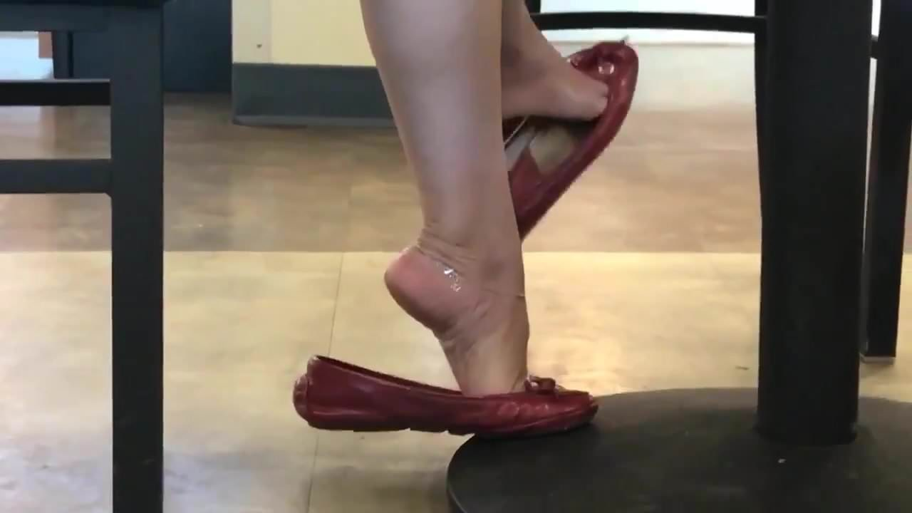 Candid milf dipping flats