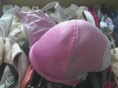 the delicious pink hofredo bra for big cumshot.