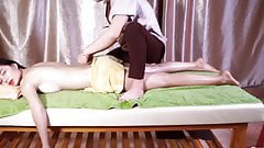 Tradition Natural Oil Massage For Relaxing Back and Foot