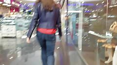 Following the ass on the escalators