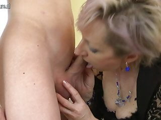 Download video bokep Horny mature mom fucked by young boy Mp4 terbaru