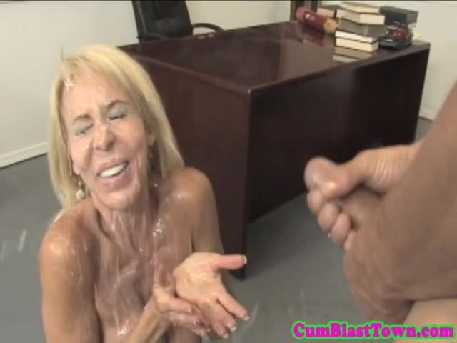 Squirting pussie wide open on cam