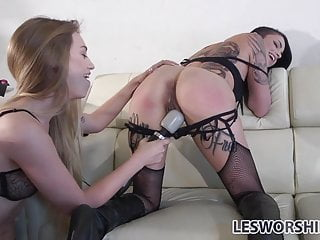 Fetish lesbian Leigh Raven gets out of her cage