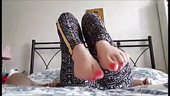 Noulita moves her sexy feet (part 6)