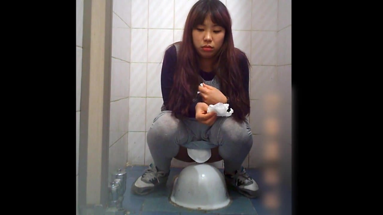 Viser pornografiske billeder til koreanske toiletporno Wwwhandy-4184