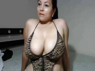 Download video bokep Lucky Guy Gets Her Cock Sucked By Busty Brunette Hottie Mp4 terbaru