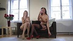 britanskie-lesbiyanki-lara-stokings-domashnyaya-zhon