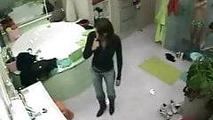 Big Brother NL 5 - Ladies nude shaving in shower