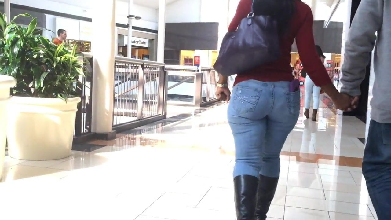 milf in mall