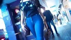 Novinha cavala de jeans