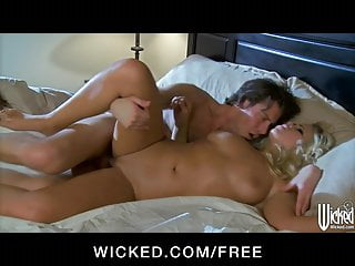 Wicked - Beautiful blonde bombshell Britney makes love