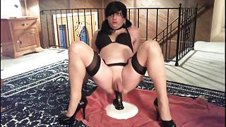 Sexy Crossdresser in sweet black high heels masturbate