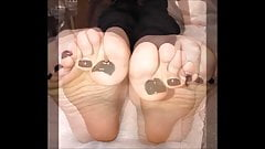 Ioanna moves her sexy (size 38) feet