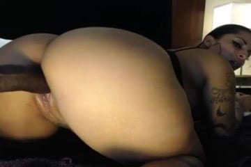 Ebony girl with fat ass twerks on cam-amateurcamtube.com