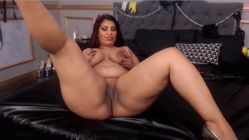 chubby-big-butt-latina-masturbates