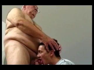 abuelos españoles gay con nene