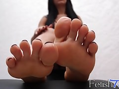 Feet loving Patricia Oliviera enjoys her sensual solo time