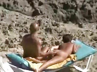 un beau cul sur le sable