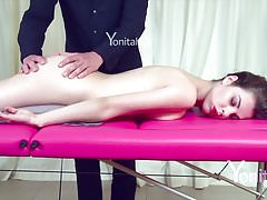 Yonitale: sensual massage with babe Dakota. P 1