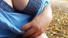 Lilly fait la coquine dans un parc 's Thumb