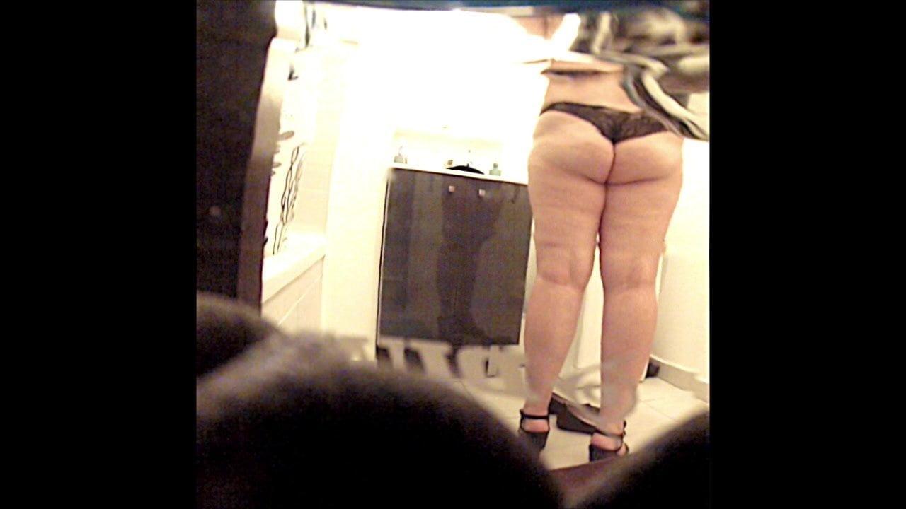 Hidden Camera In Bathroom Sex Photo Indian Aunty Online -2032