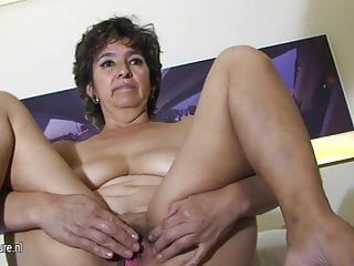 Amateur housewife playing with her pussy