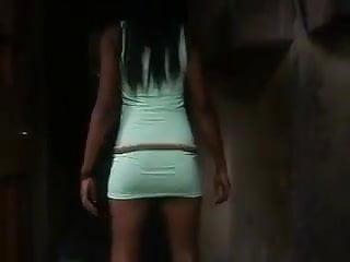 Une Africaine qui bouge bien son petit cul
