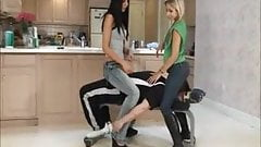 Blonde and brunette jeanssitting