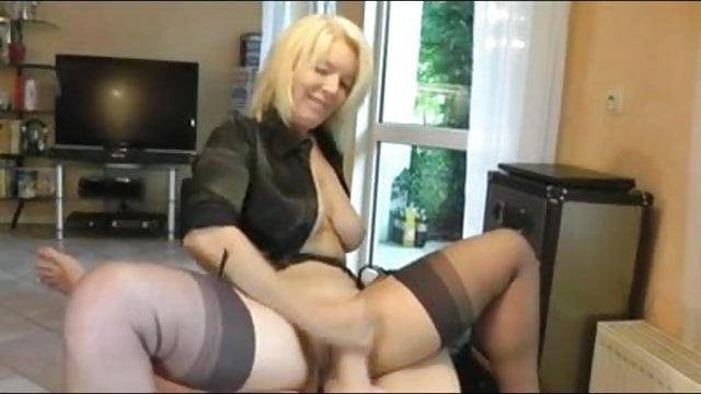 mature amateur pussy job