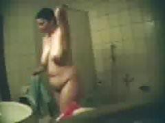 Beobachte meine Freundin Nicole heimlich im Bad 2