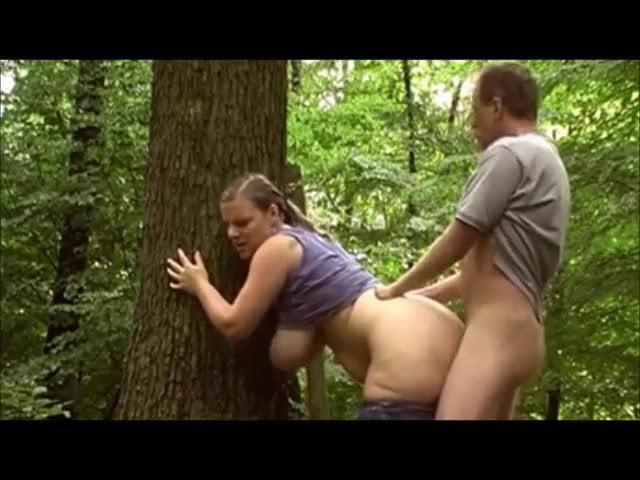 ванна, в лесу по быстрому подошел сзади поднял платье голые