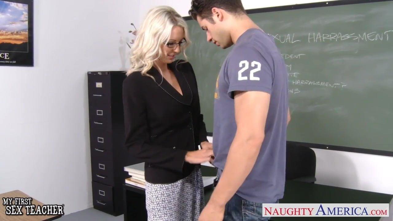 سکس با خانوم معلم حشری باید خیلی باحال باشه