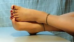 Pretty Feet and Toes NON-NUDE