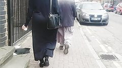 London Candid bengali hijabi phat ass jiggling teasing me