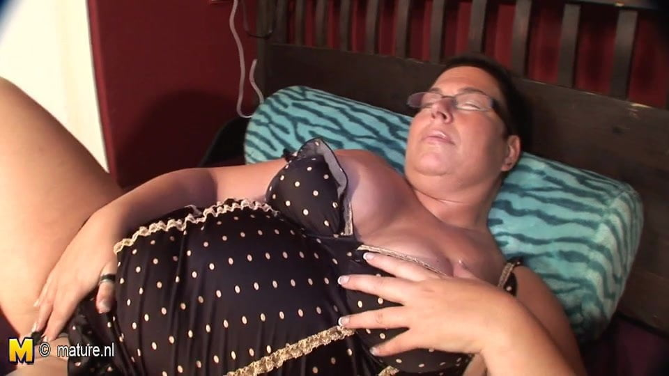 Big mature nympho mother fucked with cucumber