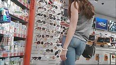 Teen ass inside of tight jean close filmed