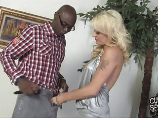 Slut wife fucks black guy in front of husband