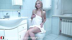Blonde mit kleinen Titten