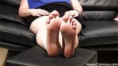 Carolina barefoot plays