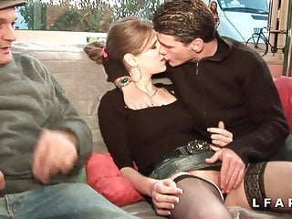 Download video bokep Brunette francaise se fait demonter le cul dans un gangbang Mp4 terbaru