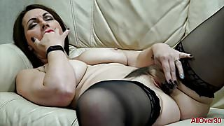 Hot MILF Raven from AllOver30