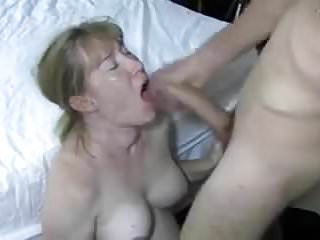 my wife likes to eat spunk