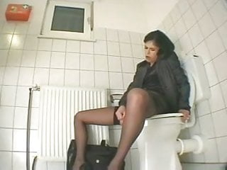 Download video bokep Spy cam in the office toilet Mp4 terbaru