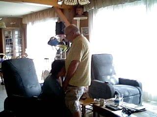 Download video bokep Sucking big grandpa dick Mp4 terbaru
